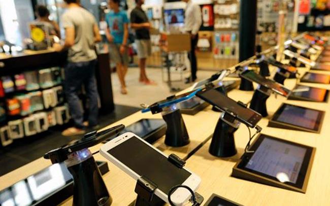 Смартфоны на витрине