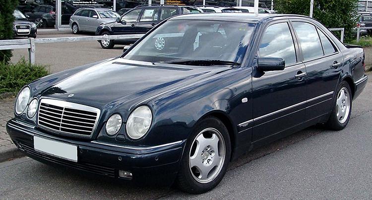 Черный Mercedes-Benz W210
