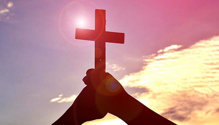 Крест в руках