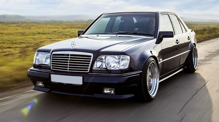 Mercedes-Benz W124 на дороге