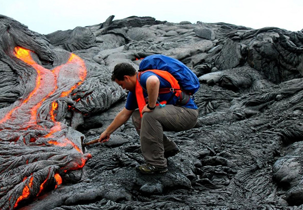 Геолог за работой