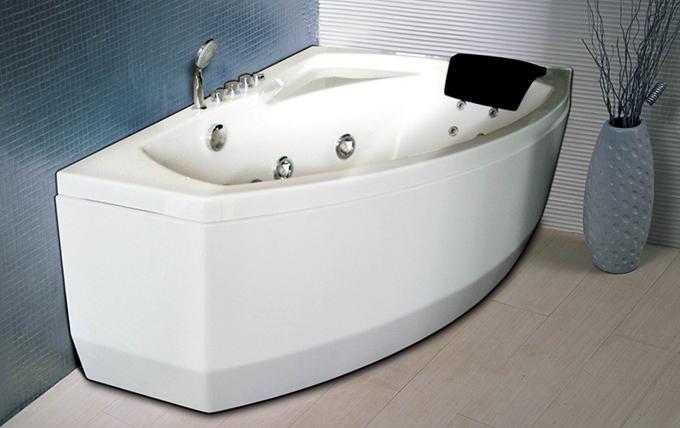 Небольшая ванна с гидромассажем