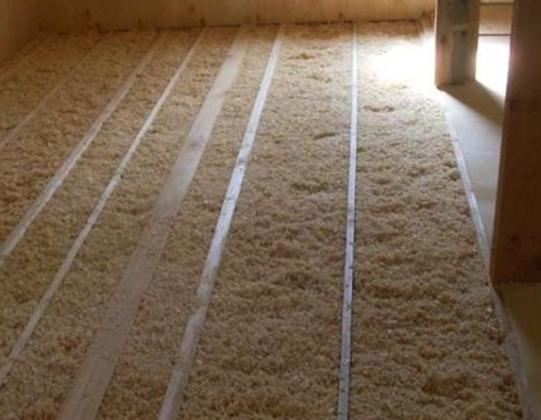 Опилки как утеплитель для потолка