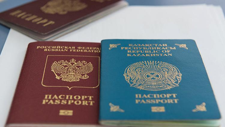 Паспорта России и Казахстана