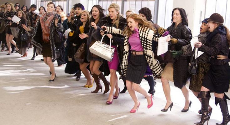 Девушки перед покупкой