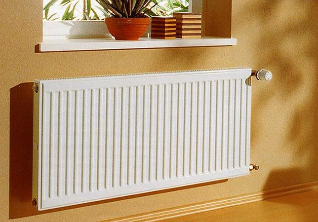 Установленный панельный радиатор