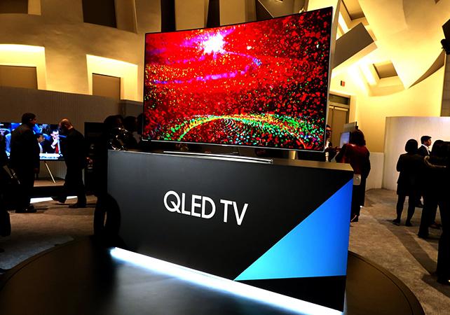 Телевизоры QLED в магазине