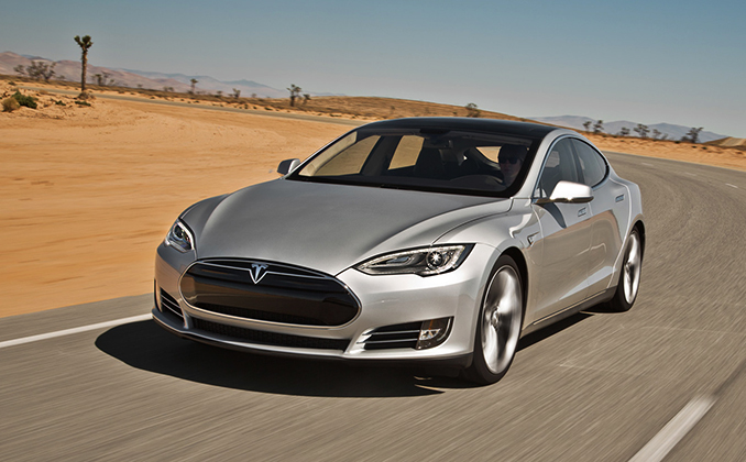 Tesla на дороге