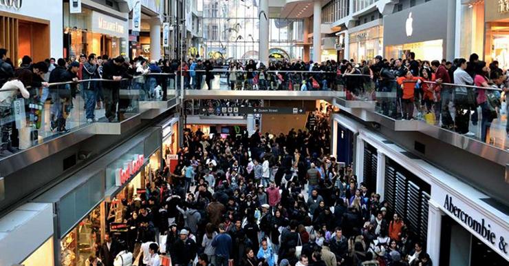 Толпы народу