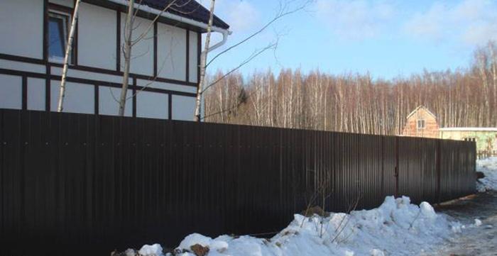 Забор зимний