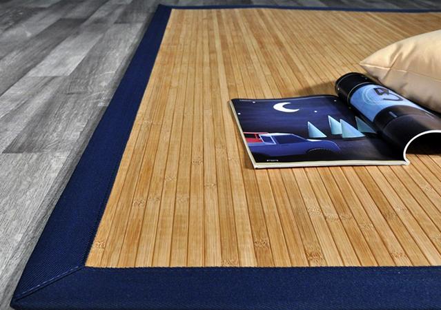 Красивый коврик из бамбука