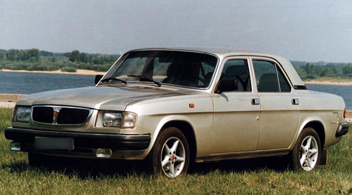 Машина на траве