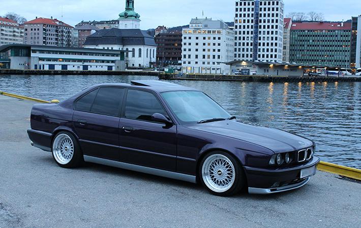 Черный BMW E34