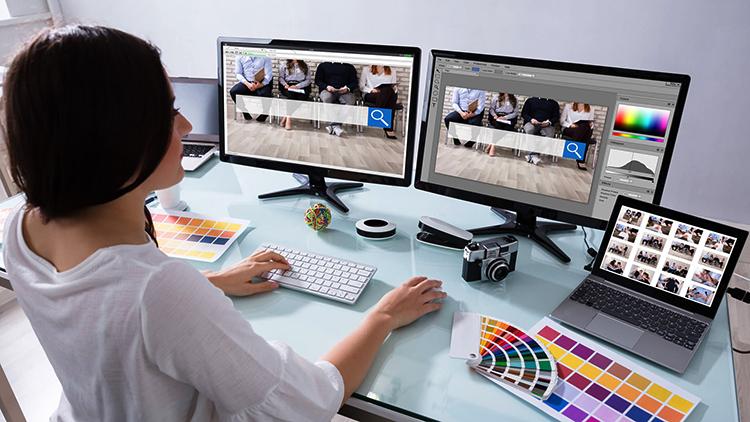 Веб-дизайнер в работе