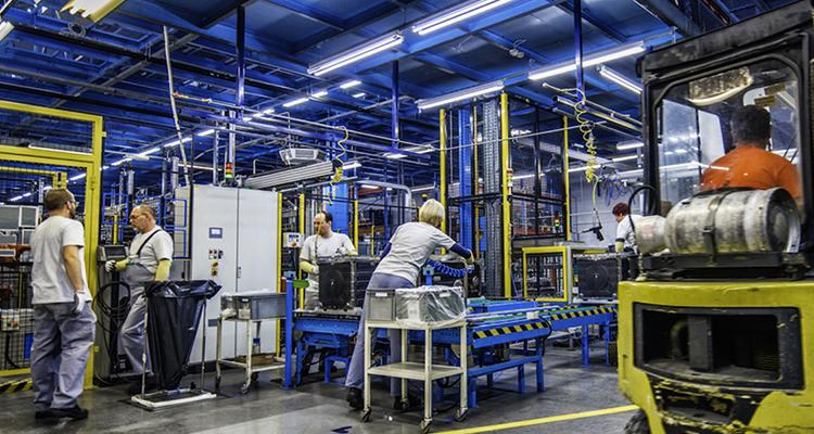 Заводские рабочие