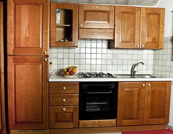 Красивая кухня из массива дерева