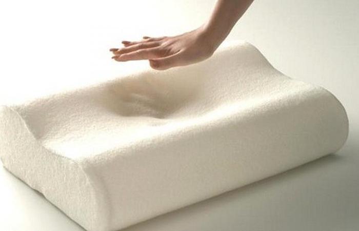 Рука и подушка