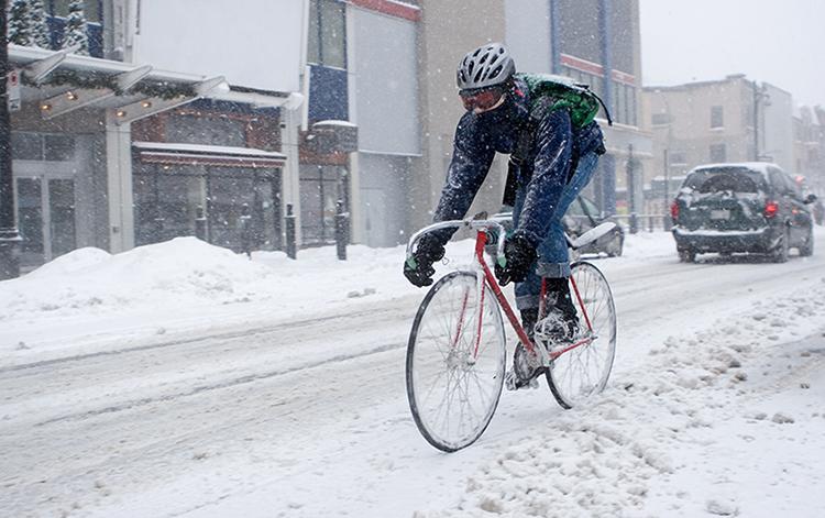 Велосипедист зимой