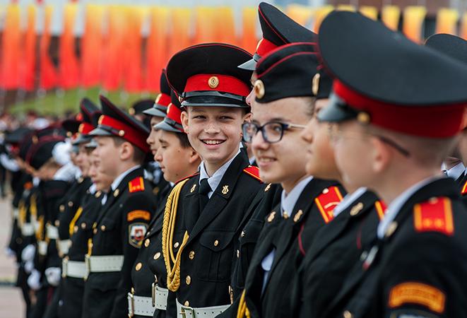 Дети из кадетского корпуса