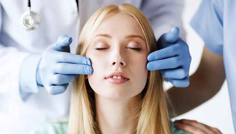 Перед проведением пластической операции на лице