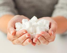 Стоит ли отказываться от сахара: плюсы и минусы