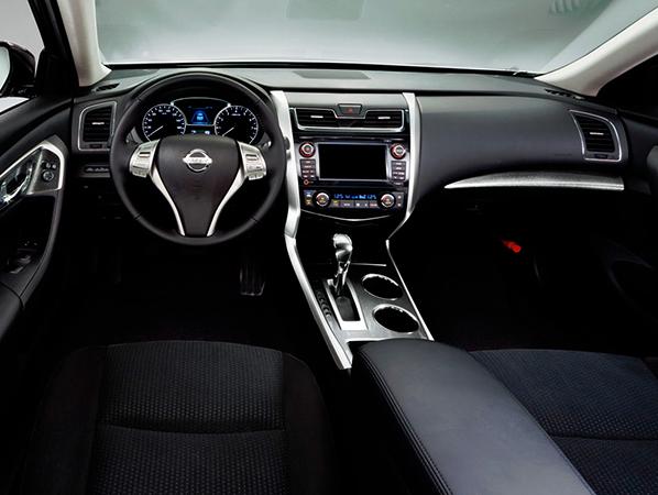 Салон Nissan Teana