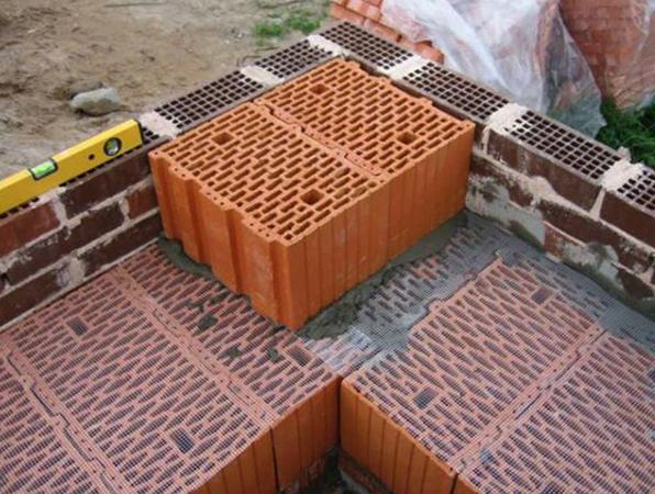 Укладка керамических блоков