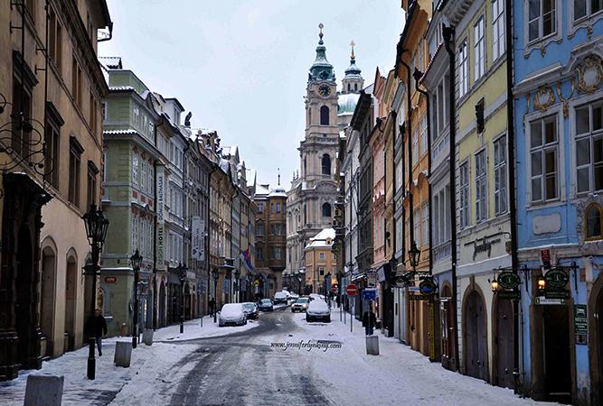Улица зимней Праги