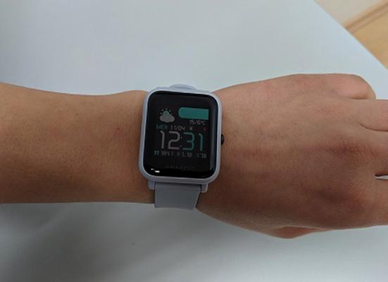 Xiaomi Amazfit Bip на руке