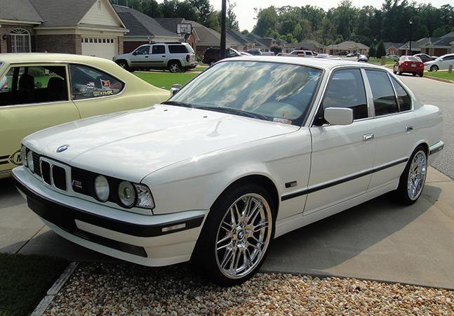 Белая BMW