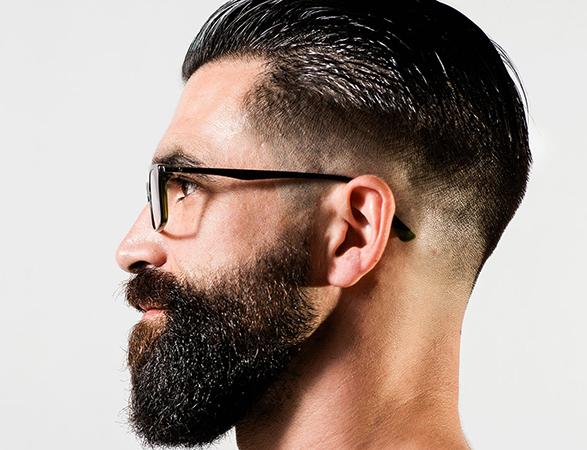 Мужчина в очках с бородой