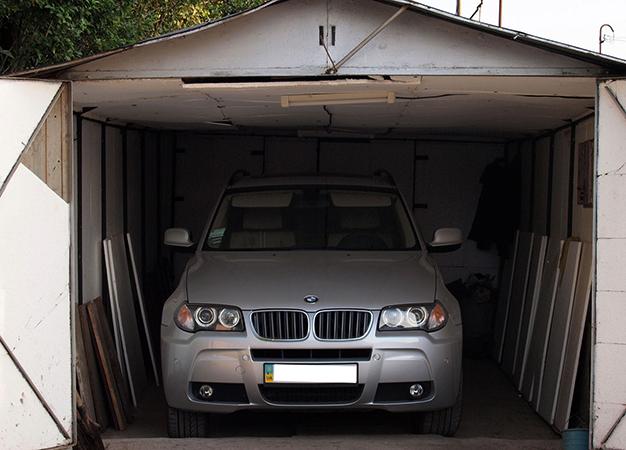 BMW в гараже