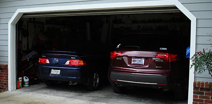 2 автомобиля в гараже