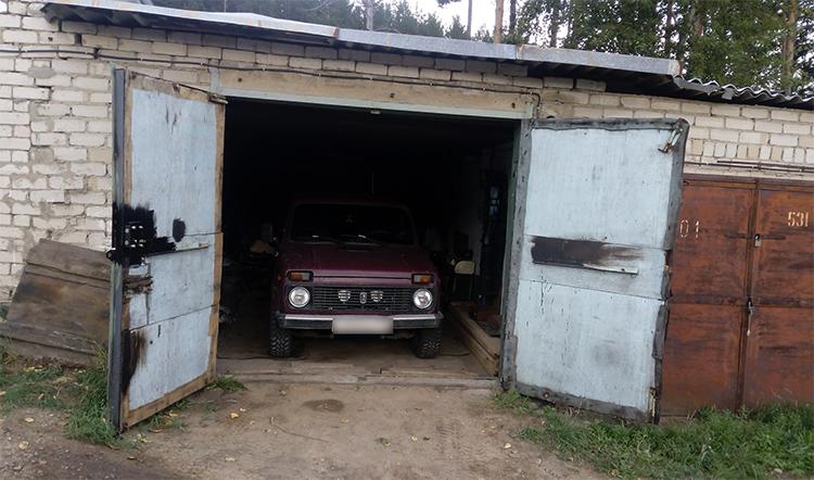 Нива в гараже