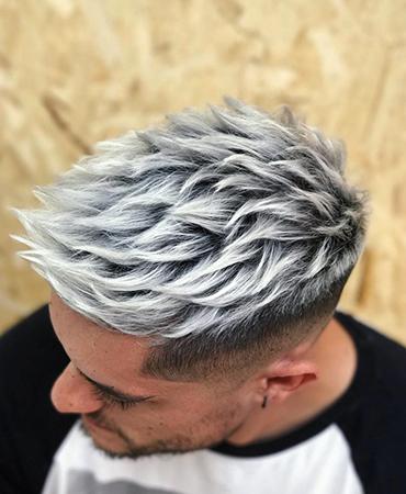 Мужчина с крашенными волосами