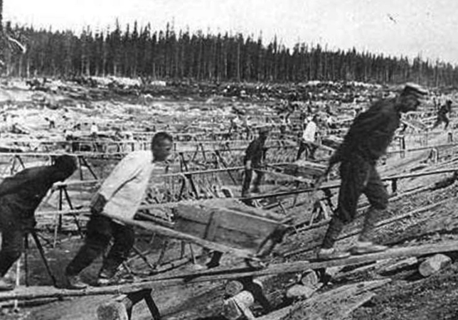 Рабочие в лагерях