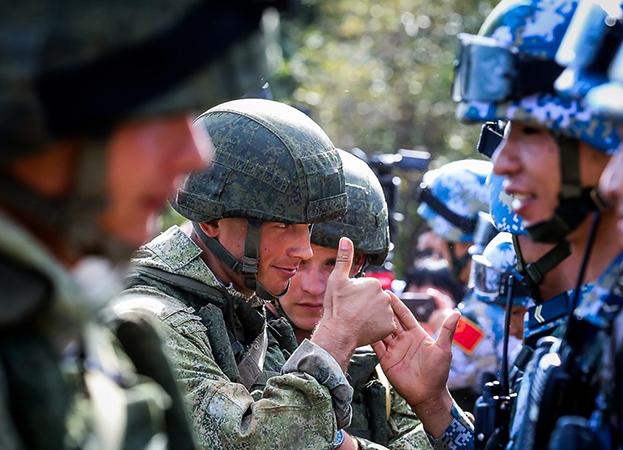 Военные переводчики на службе