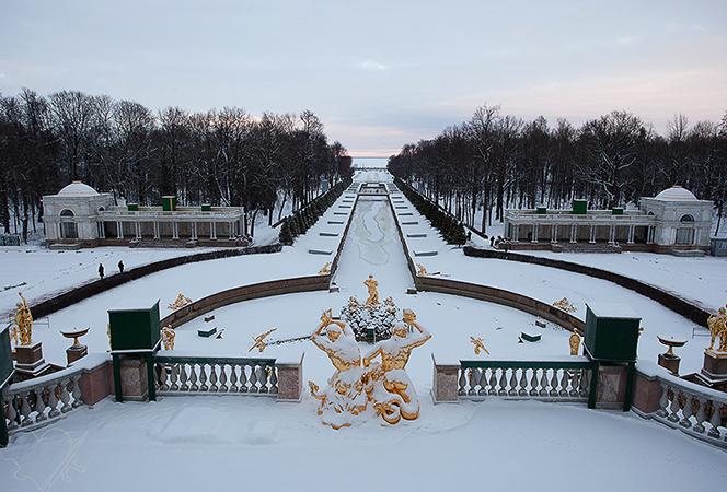 Красивый Петергоф зимой