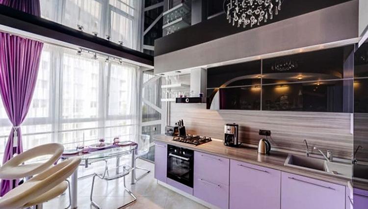 Новый натяжной потолок в кухне