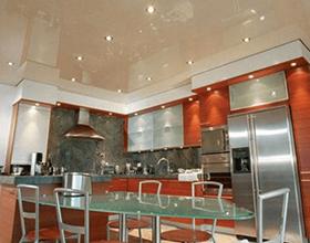Натяжной потолок в кухне: плюсы и минусы