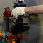 Стоит ли делать ремонт стоек амортизаторов?
