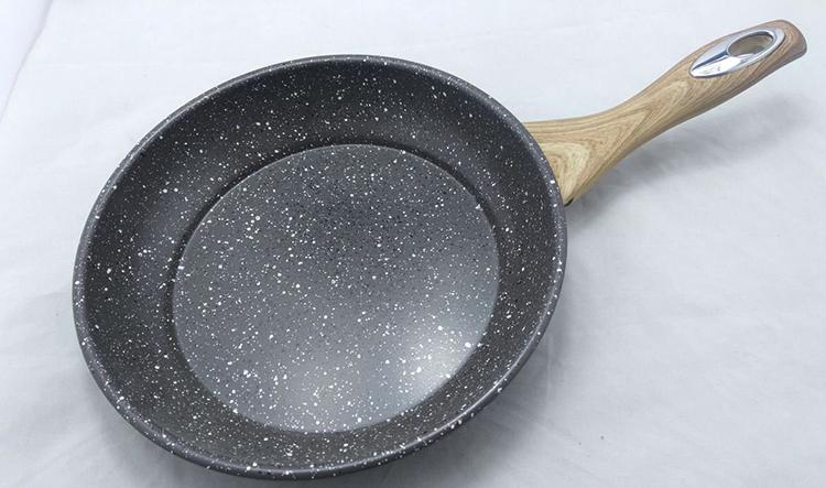 Новая сковорода с мраморным покрытием