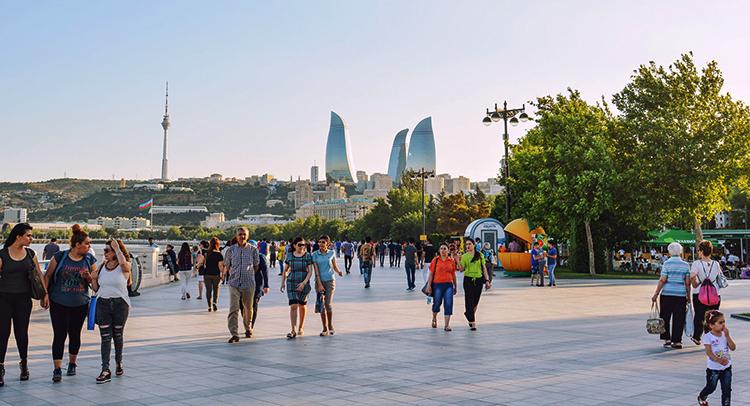 Люди в Баку