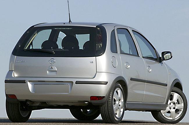 Opel Corsa сзади