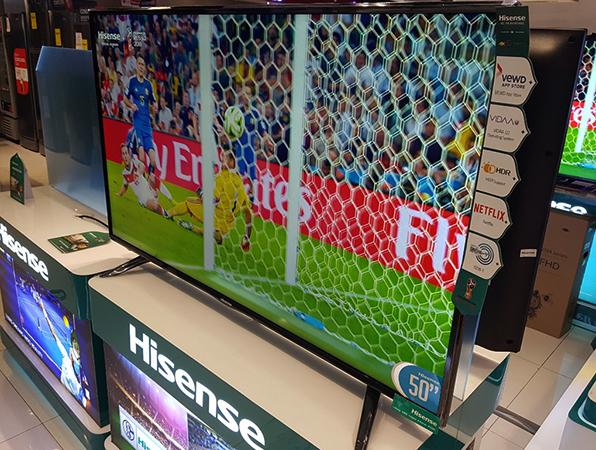 Телевизор Hisense в магазине