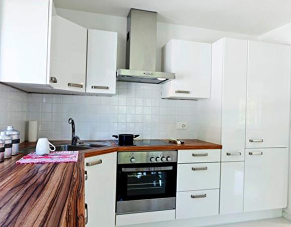 Новая кухня с угловой мойкой