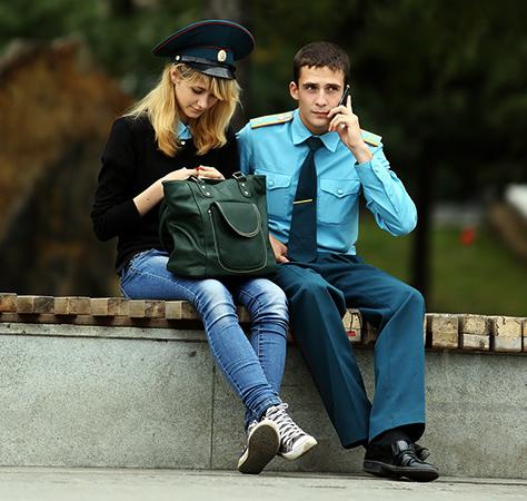 Курсант с девушкой