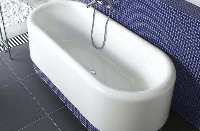Стильная квариловая ванна