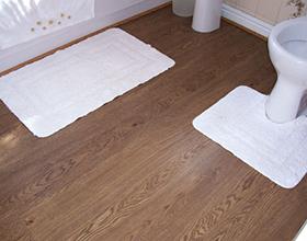 Стоит ли ложить ламинат в туалете: плюсы и минусы