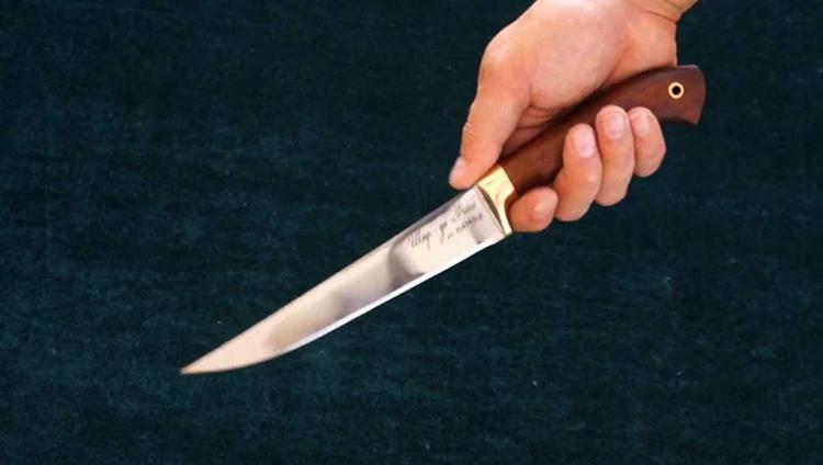 Нож 50х14мф в руках